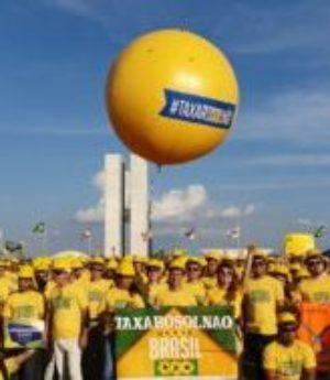Os Capacetes Amarelos invadem Audiência Pública da ANEEL, em Brasília, sobre o futuro da Geração Distribuída