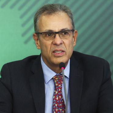 Energia solar pode aumentar confiabilidade do fornecimento e baratear conta, diz ministro de Minas e Energia