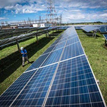 Energia solar vai tirar liderança global do carvão nesta década, diz AIE